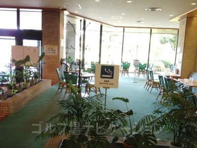 朝食やコーヒーを楽しむスペースですが、禁煙です^^;