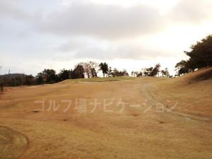 箕面ゴルフ倶楽部_アウトコース_8番打ち上げショート