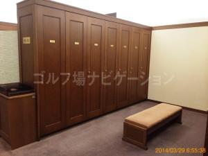 tojo_pine_girls_locker_room_3