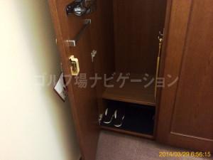 tojo_pine_girls_locker_room_5
