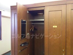 tojo_pine_locker_room_4