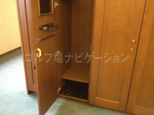 tojo_pine_locker_room_5