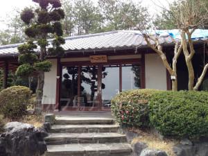 5番ホールの前に有人の茶店があります。