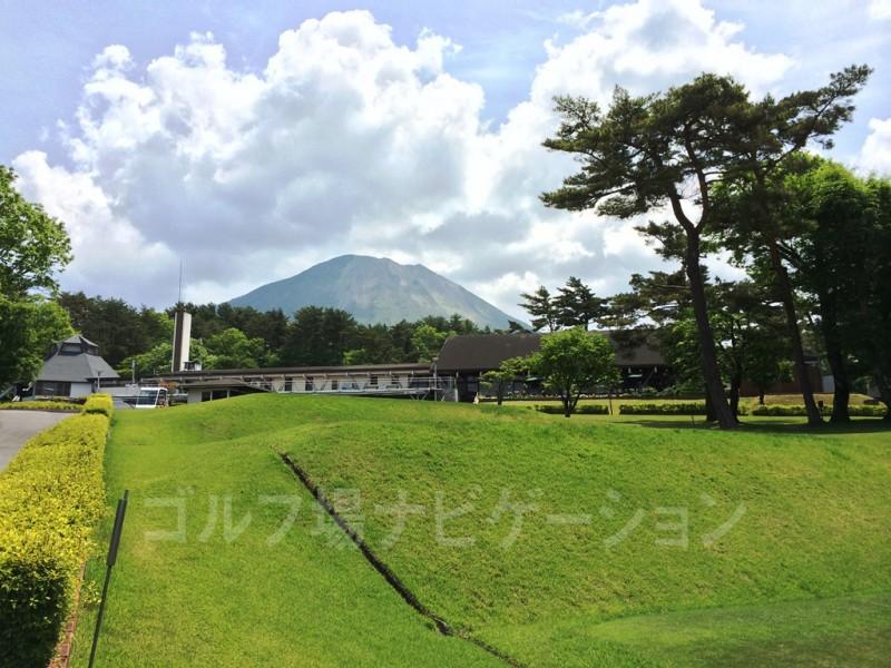 鳥取 大山ゴルフクラブ スタートホール 後ろを振り返ると大山