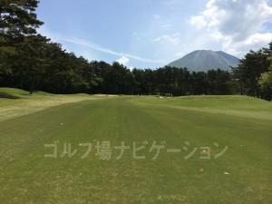 大山とゴルフ場、絵になります。