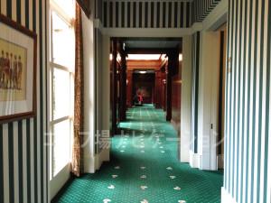 ロッカールームへの廊下