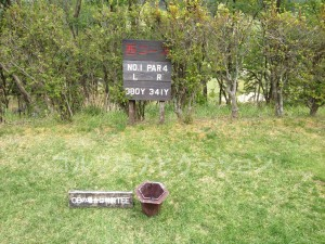 るり渓ゴルフクラブ-西コース1番ミドルホール。フロントティからの距離表示。