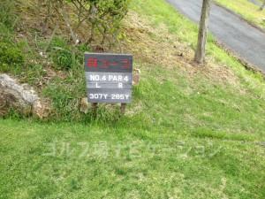 るり渓ゴルフクラブ-西コース4番ミドルホール。フロントティからの距離表示。