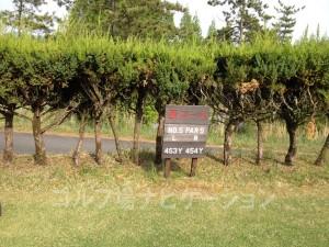 るり渓ゴルフクラブ-西コース5番ロングホール。フロントティからの距離表示。