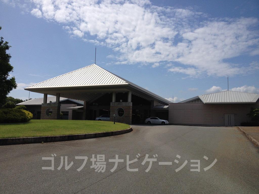 富士OGMゴルフクラブ小野コース お洒落で高級感のあるクラブハウス外観
