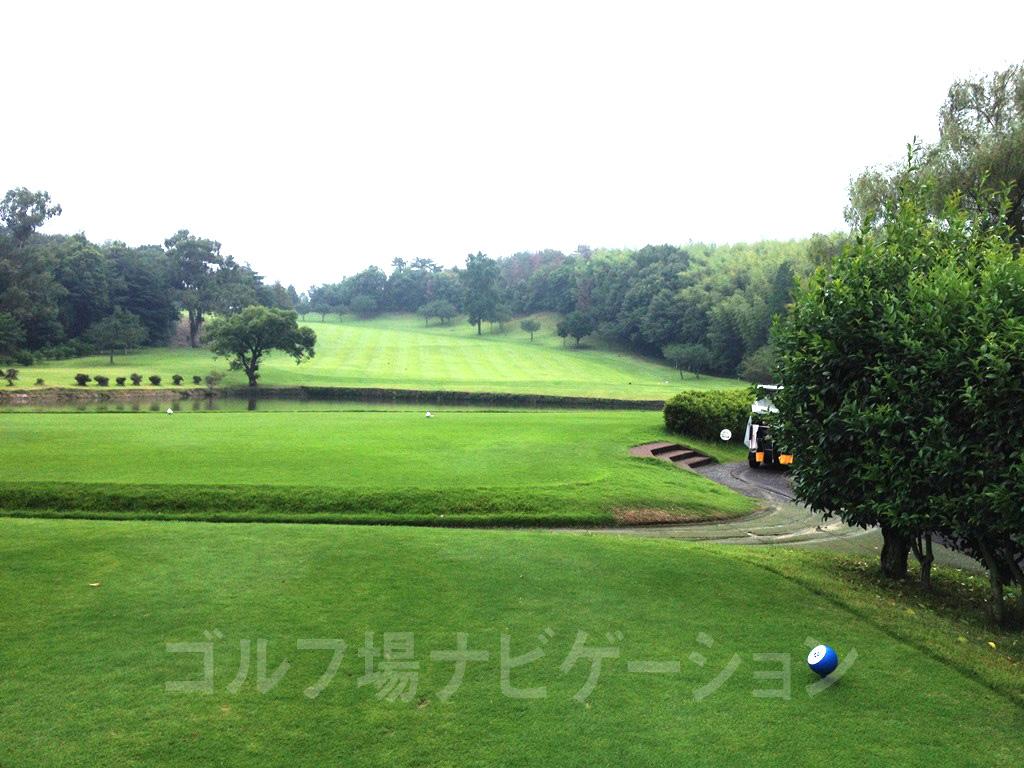 播州東洋ゴルフ倶楽部 1番ホール、レギュラーティからの眺め