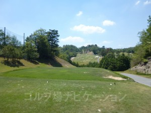 松コース6番ミドルホール、フロントティからの眺め
