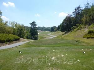 松コース7番ミドルホール、フロントティからの眺め
