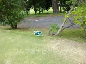 大阪ゴルフクラブ INコース12番ミドルホール、フロントティの距離表示