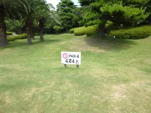 大阪ゴルフクラブ OUTコース3番ミドルホール、フロントティの距離表示