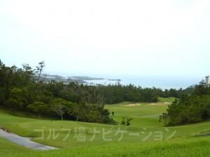 グリーン付近から美しい東シナ海が望めます。