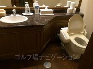 ロッカールーム内のトイレ