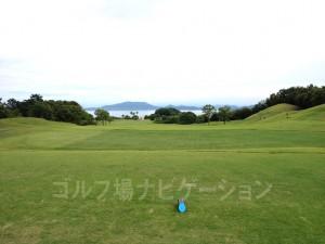 5番レギュラーティからの眺め。緩やかな下り。美しい瀬戸内海の風景が楽しめます。