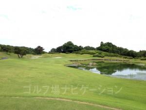 日本庭園のような美しい池