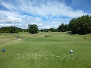 富士スタジアムゴルフ倶楽部 北コース OUTコース 1番ミドルホール バックティからの眺め