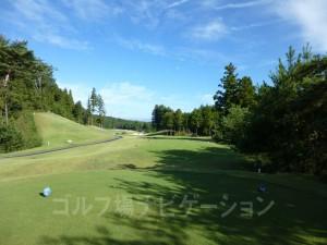 富士スタジアムゴルフ倶楽部 北コース INコース11番ロングホール、バックティからの眺め