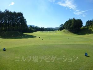 富士スタジアムゴルフ倶楽部 北コース INコース13番ミドルホール、バックティからの眺め