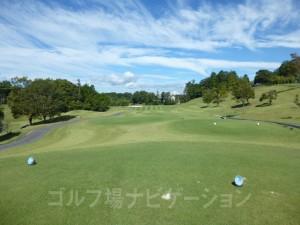富士スタジアムゴルフ倶楽部 北コース INコース18番ミドルホール、バックティからの眺め