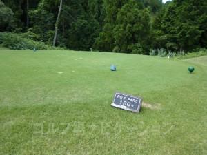 富士スタジアムゴルフ倶楽部 北コース OUTコース4番ホール、バックティからの距離は180ヤード