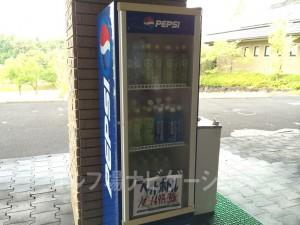 マスター室前にペットボトルが販売されてました。結構良心価格です。