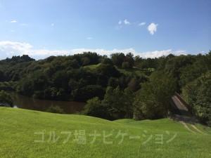 レディスティ付近からレギュラーティ方向の眺め。池が確認できます。