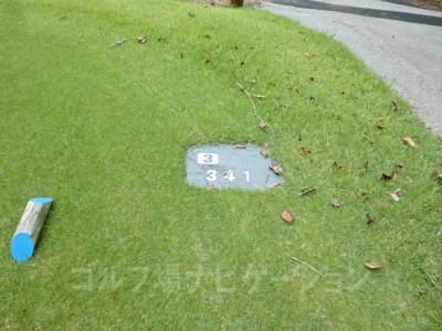 土佐カントリークラブ 桂浜コース3番ミドルホール、バックティからの距離は341ヤード