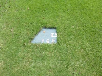 土佐カントリークラブ 桂浜コース4番ショートホール、バックティからの距離は162ヤード