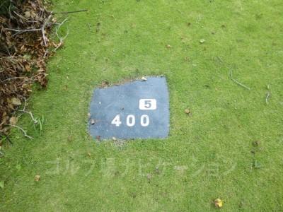 土佐カントリークラブ 桂浜コース5番ミドルホール、バックティからの距離は400ヤード