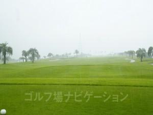 大雨の中の撮影。ストレート&ワイド。