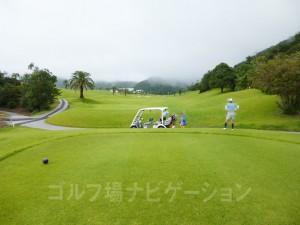 Kochi黒潮カントリークラブ 太平洋コース9番ホール、バックティからの眺め