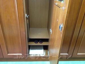 ロッカー下部。靴とスリッパの置場が別なのは嬉しい。