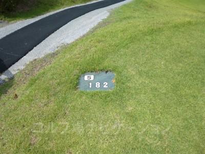 土佐カントリークラブ 室戸コース5番ショートホール、バックティからの距離は182ヤード