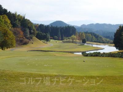 ちょっと遠出で奈良のやや奥地へ。練習場がない以外は文句なしのいいコースでしたヽ(^o^)丿