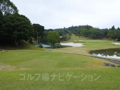 リゾートゴルフ場感溢れる素敵なコース。あいにくの天気でも心躍りましたヽ(^o^)丿