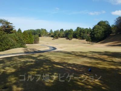 大阪・神戸からは少し遠いがコスパの良いゴルフコース。メンテナンスも結構しっかりしていてオススメです。