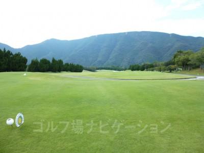 レオグラードゴルフクラブ INコース13番ホール、競技用ティからの眺め