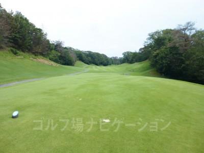 瀬田ゴルフコース北コース15番レギュラーティからの眺め