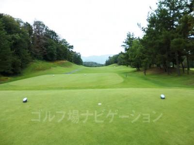 瀬田ゴルフコース北コース17番レギュラーティからの眺め