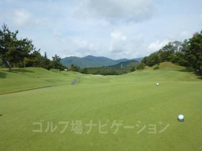 瀬田ゴルフコース北コース4番ミドルホール レギュラーティからの眺め