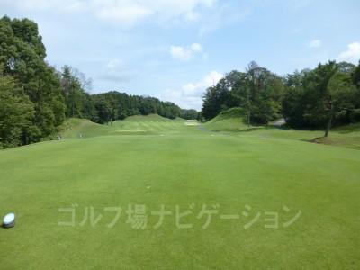瀬田ゴルフコース北コース8番ミドルホール レギュラーティからの眺め