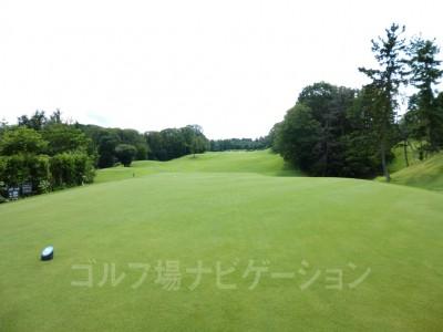 瀬田ゴルフコース北コース9番ミドルホール レギュラーティからの眺め