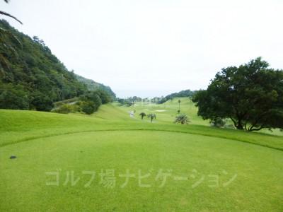 Kochi黒潮カントリークラブ太平洋コース9番ホールから8番方向の眺め