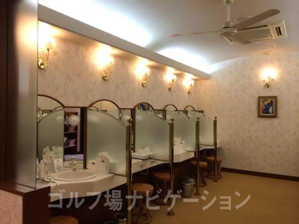 京都 かさぎゴルフ倶楽部 女性バスルーム 脱衣所 パウダールーム