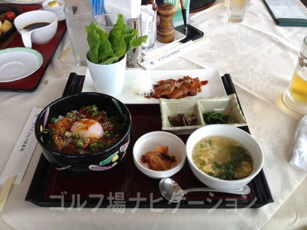 京都 かさぎゴルフ倶楽部 レストラン 豚カルビ丼